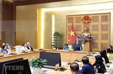 PM meets representatives from Vu A Dinh Scholarship Fund