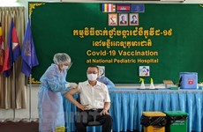 Foreign diplomats in Cambodia get COVID-19 vaccine shots