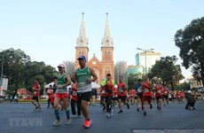 Over 13,000 runners take part in Techcombank HCM City Int'l Marathon