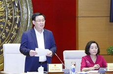 Top legislator mulls over deputies' affairs for upcoming elections