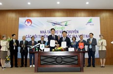 Bamboo Airways sponsors national football, futsal teams