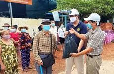 Rice aid comes for Vietnamese-Cambodians under COVID-19 lockdown