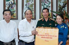 State President visits families of contributors to national reunification in Hanoi