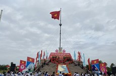 Quang Tri: Flag-raising ceremony held to mark Reunification Day