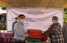 COVID-19 relief aid handed over to Vietnamese Cambodians