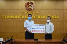 Vietnamese Canadian makes donation to fight COVID-19