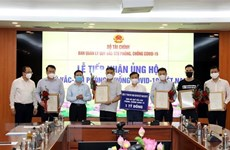 Finance Ministry raises 320 billion VND for COVID-19 vaccine fund