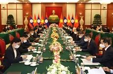 Top leaders of Vietnam, Laos vow to beef up special ties
