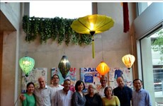 Vietnamese overseas in Switzerland donate COVID-19 prevention and control fund
