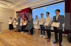 Excellent Vietnamese students in France honoured