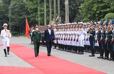 Vietnamese Defence Minister holds talks with British counterpart