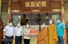 Vietnam Buddhist Sangha presents six ventilators to HCM City