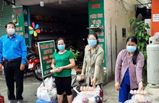 10,000 gift packages come to needy workers in HCM City