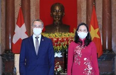 Vice President Vo Thi Anh Xuan hosts reception for Swiss counterpart