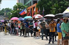 Philippines hands out cash to poor people during COVID-19 lockdown