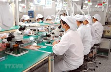 Vietnam's exports of phones, components continue to surge