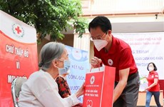 Hanoi Red Cross Society supports pandemic-hit people