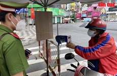 HCM City installs 100 QR code scanning cameras at COVID-19 checkpoints