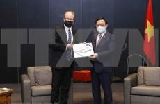 Top legislator receives Salo mayor, international entrepreneurs