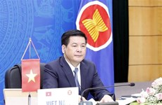 ASEAN economic ministers hold consultation meetings with partners