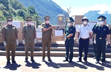 Quang Binh's border guard force presents medical supplies to Lao province