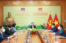 Vietnamese, Cambodian Parties boost cooperation in information, education