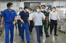 Deputy PM inspects business, production activities in HCM City