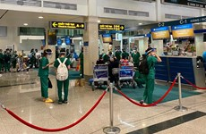Nearly 1,000 medical personnel return to Hanoi from HCM City