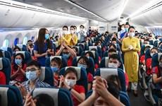 Vietnam Airlines brings home volunteer students, medical workers