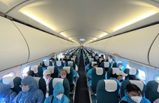 Vietnam Airlines carries over 330 people, medical workers back to Da Nang