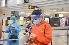 Vietnam Airlines operates first commercial flight on HCM City-Da Nang route