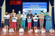 Disadvantaged ethnic minority students in HCM City receive free tablets