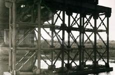 Long Bien Bridge in the eyes of US photographer