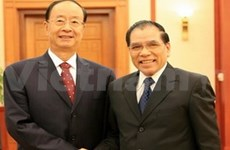 Vietnam, China communists talk friendship