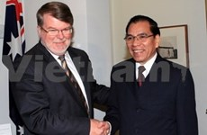 Party chief meets Australian parliament leaders