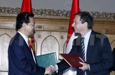 Vietnamese, Hungarian PMs talk further cooperation