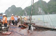 3 bodies found after ship sinks in Ha Long Bay