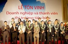 Outstanding members of Hanoi Stock Exchange honoured