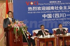 PM Dung visits Sichuan, attends forum