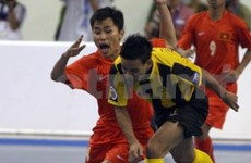 Host futsal teams suffer first losses at regional games