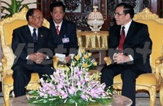 Party General Secretary meets Cambodian leaders