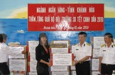 New year gifts to Truong Sa island district