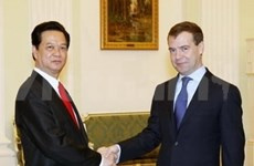 Vietnamese, Russian leadership vow closer ties