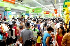 Markets spilleth over with Tet shoppers