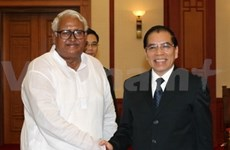 Party leader meets Bangladeshi communists