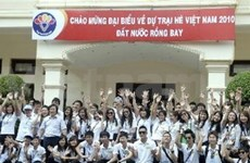 Young overseas Vietnamese campers head home