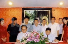 Vietnam, Laos strengthen press ties