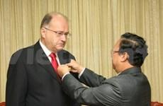 Esperanto leader receives VN's distinction