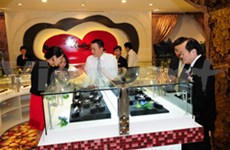 High gold price fails to deter shoppers