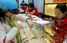 Domestic gold prices set new record